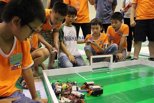 Xem học sinh tiểu học Hà thành tranh tài điều khiển robot điêu luyện ảnh 5