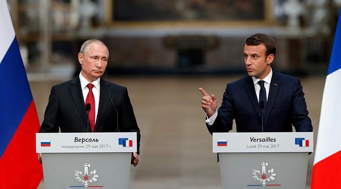 Tổng thống Nga Putin và Tổng thống Pháp Macron tại cuộc họp báo trong chuyến thăm Pháp