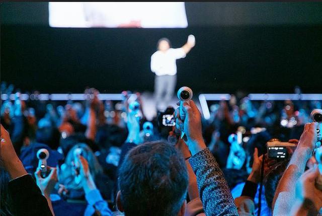Đừng livestream chỉ với một khung cảnh đơn độc, hãy đón đầu trào lưu với kỷ nguyên livestream 360 độ tiên tiến.