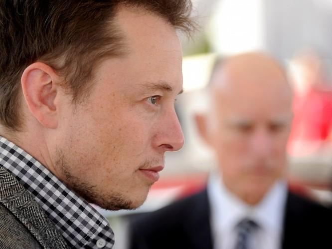 """Một ngày """"bận rộn đến từng giây"""" của Elon Musk, chủ hãng xe điện Tesla ảnh 14"""