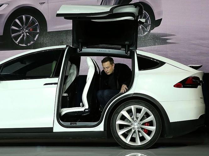"""Một ngày """"bận rộn đến từng giây"""" của Elon Musk, chủ hãng xe điện Tesla ảnh 1"""