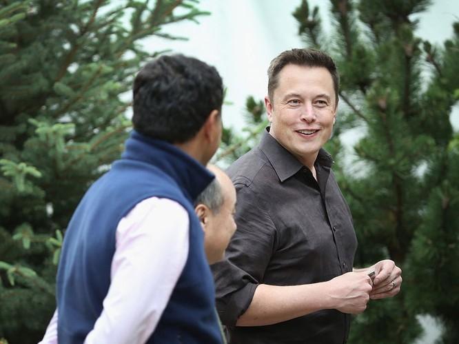 """Một ngày """"bận rộn đến từng giây"""" của Elon Musk, chủ hãng xe điện Tesla ảnh 2"""