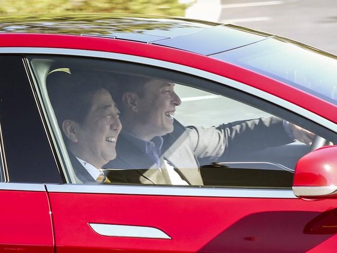 """Một ngày """"bận rộn đến từng giây"""" của Elon Musk, chủ hãng xe điện Tesla ảnh 5"""