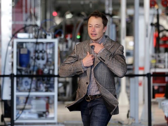 """Một ngày """"bận rộn đến từng giây"""" của Elon Musk, chủ hãng xe điện Tesla ảnh 4"""