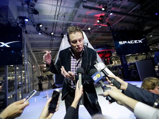 """Một ngày """"bận rộn đến từng giây"""" của Elon Musk, chủ hãng xe điện Tesla ảnh 6"""