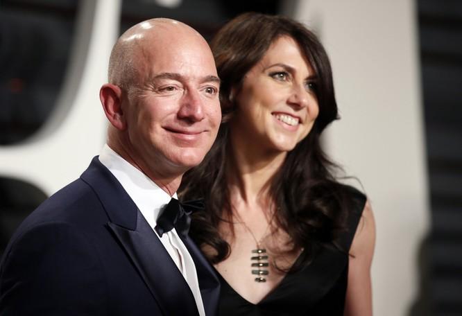 Ông chủ Amazon chính thức trở thành người giàu nhất thế giới ảnh 1