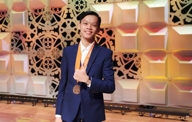 Em Bùi Mạnh Tú, học sinh lớp 10 trường THPT chuyên Lê Hồng Phong, Nam Định.