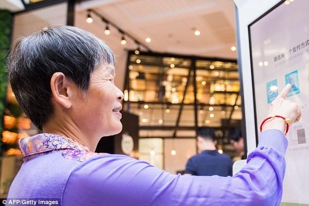 Cửa hàng đầu tiên trên thế giới sử dụng thanh toán nhận dạng khuôn mặt ảnh 1