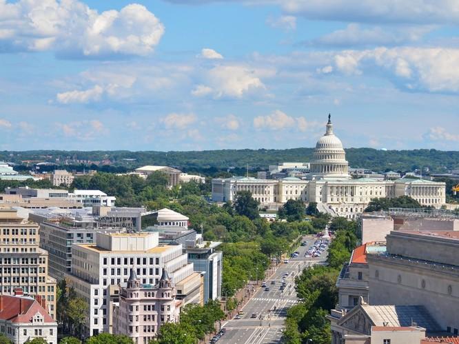 Đại lộ Pennsylvania của Washington DC với các tòa nhà Liên bang nhìn từ trên cao . Ảnh Orhan Cam/Shutterstock