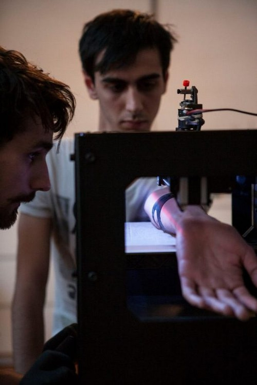 Cận cảnh robot xăm công nghiệp đầu tiên trên thế giới ảnh 11