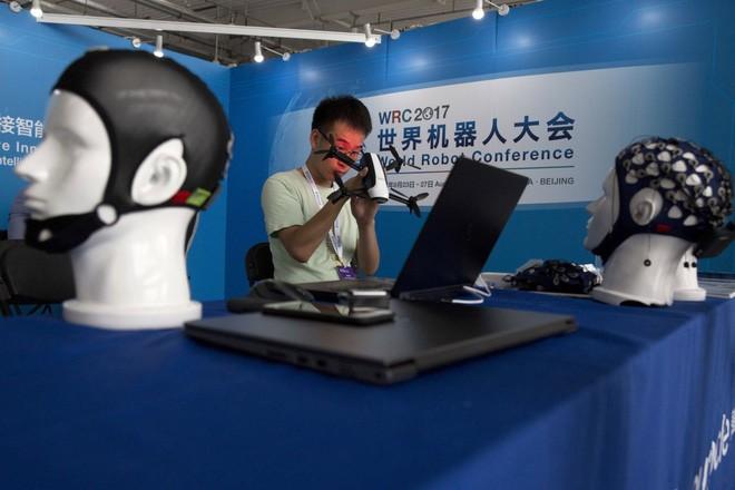 Toàn cảnh Hội nghị Robot Thế giới 2017: Xuất hiện công nghệ điều khiển drone bằng sóng não ảnh 2