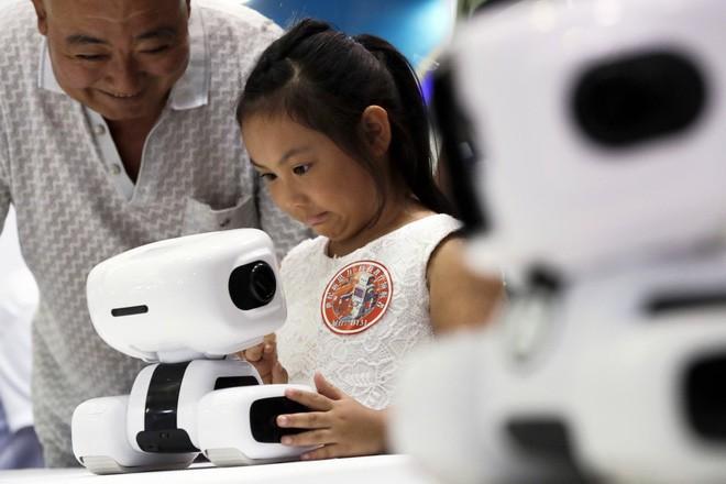 Toàn cảnh Hội nghị Robot Thế giới 2017: Xuất hiện công nghệ điều khiển drone bằng sóng não ảnh 4