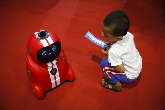 Toàn cảnh Hội nghị Robot Thế giới 2017: Xuất hiện công nghệ điều khiển drone bằng sóng não ảnh 5
