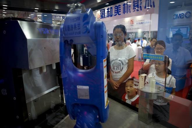 Toàn cảnh Hội nghị Robot Thế giới 2017: Xuất hiện công nghệ điều khiển drone bằng sóng não ảnh 13