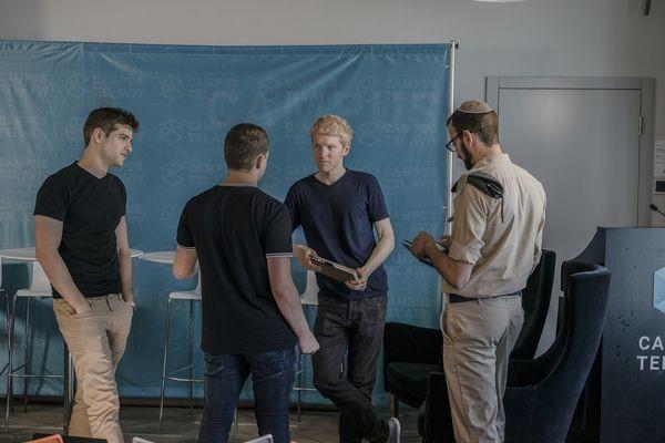 Hai anh em người Ireland này đã biến 7 dòng code trở thành startup 9,2 tỷ USD như thế nào? ảnh 3