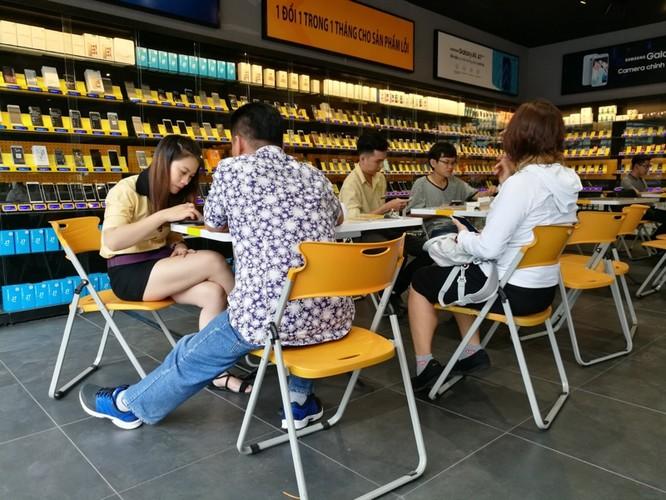 Bên trong cửa hàng mới toanh của Thế Giới Di Động: Đẹp, sang, ít nhân viên ảnh 8