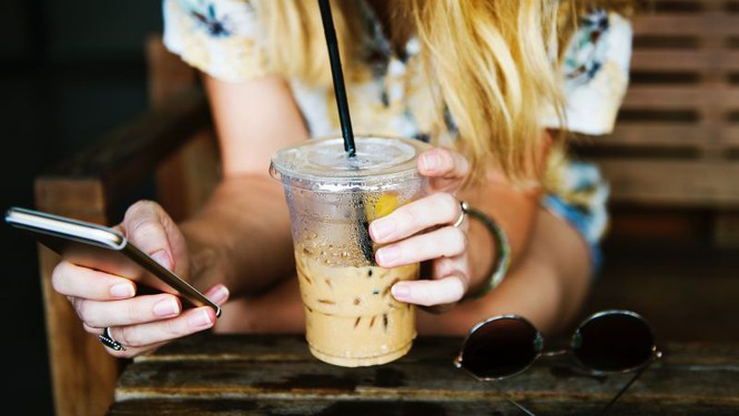 Tim Cook: Chỉ cần nhịn vài cốc cà phê mỗi tuần là mua được iPhone X ảnh 1
