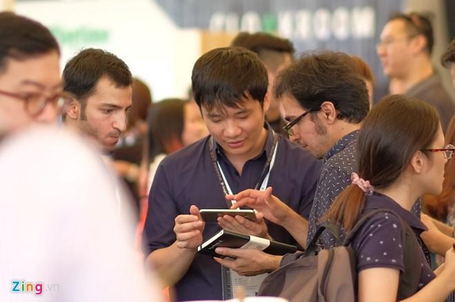 Nguyen Ha Dong xuat hien o su kien Google voi dien mao moi hinh anh 4