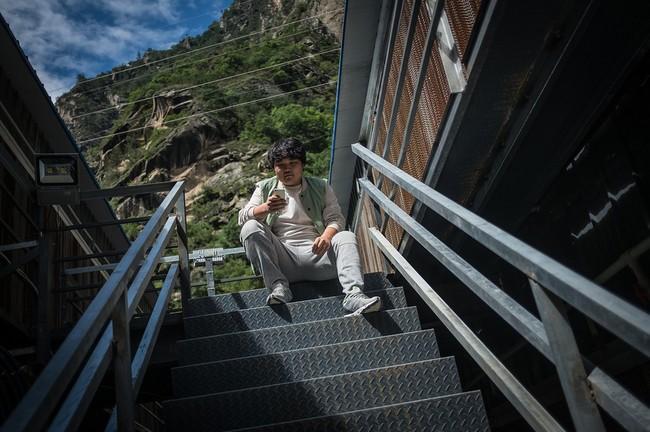 Hình 10: Sun cậu bé chỉ mới hơn 12 tuổi là một nhân viên của khu mỏ này