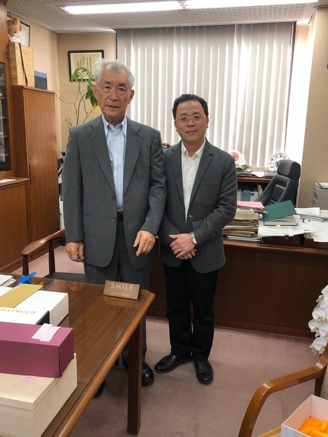 GS. Tạ Thành Văn thăm GS. Tasuku Honjo sau khi thầy giáo của mình được Giải Nobel