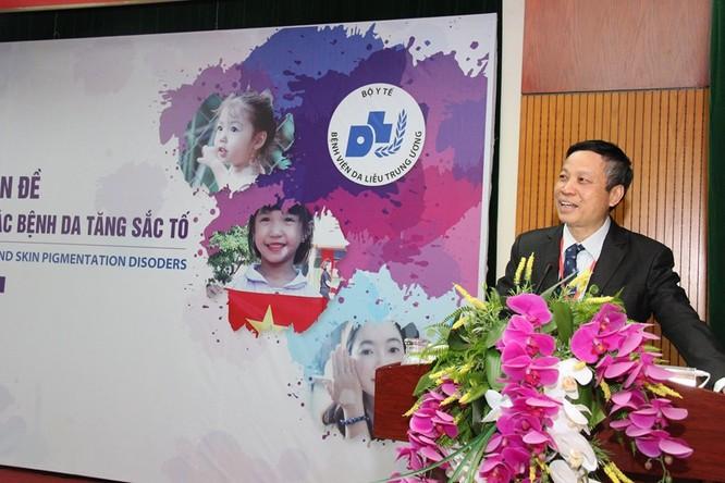 PGS.TS. Nguyễn Văn Thường - Giám đốc Bệnh viện Da liễu Trung ương phát biểu tại hội thảo