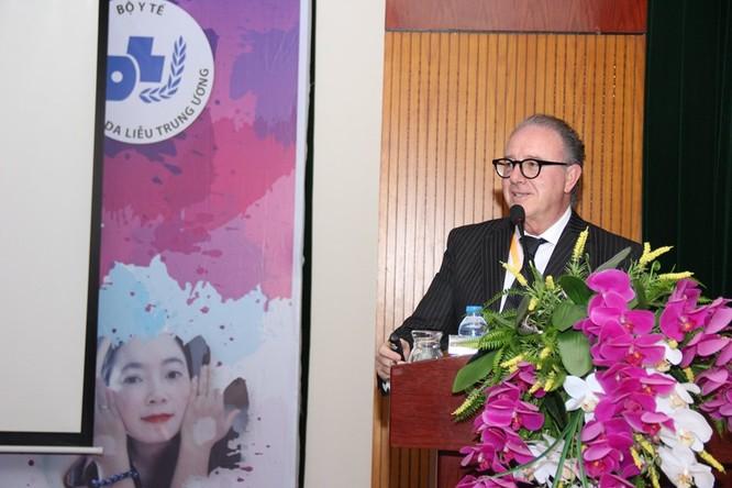 Các chuyên gia quốc tế tham luận tại hội thảo