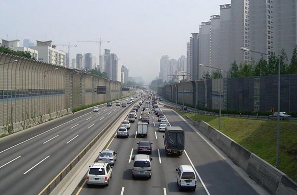 Đường cao tốc Gyeongpu nối Seoul với Busan