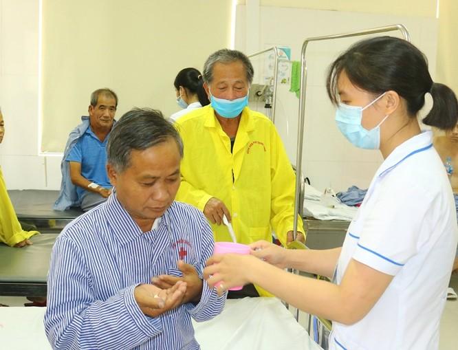 Giúp toàn bộ chi phí điều trị cho một bệnh nhân người Lào ảnh 1