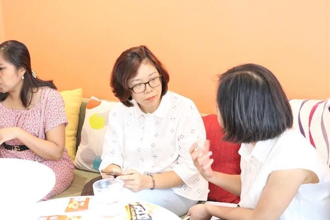 Bà Phan Thị Lan Hương - Phó Giám đốc Trung tâm Nghiên cứu và bảo vệ quyền trẻ em trao đổi tại hội thảo. Ảnh: Minh Thúy