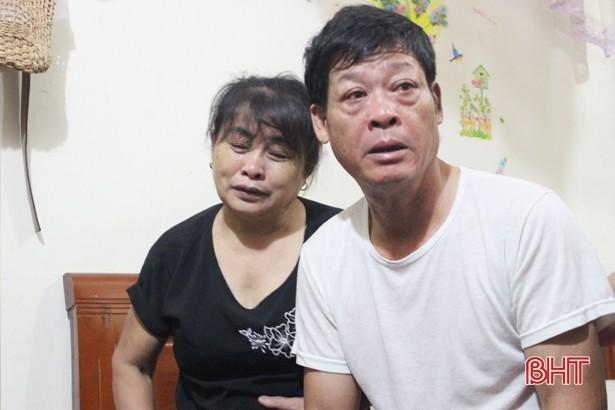 Bố mẹ chị Trà M. tin rằng con họ là một trong 39 nạn nhân