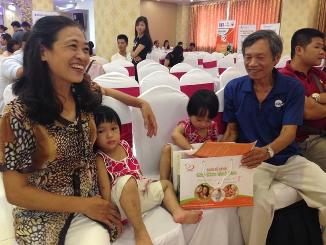 Vợ chồng chị Đinh Thị Hường có con khi chị đã ngoài 50 tuổi