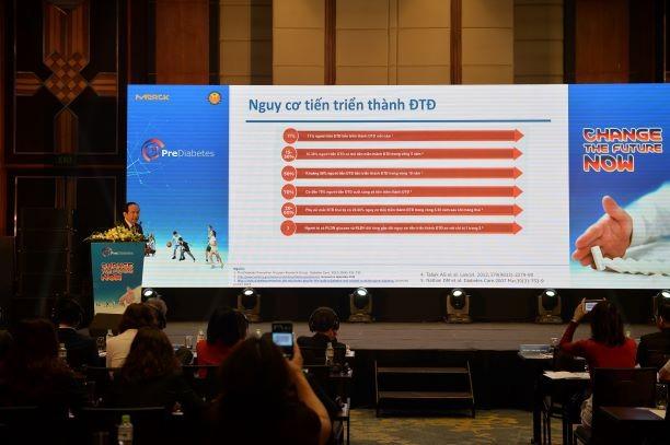 GS.TS. Trần Hữu Dàng - Chủ tịch hội nội tiết ĐTĐ Việt Nam trình bày về bệnh tiền ĐTĐ