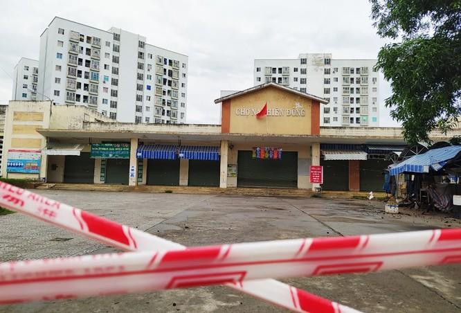 Đóng cửa chợ Nại Hiên Đông vì các bệnh nhân COVID-19 đã đến đây (ảnh: Lê Bảo)