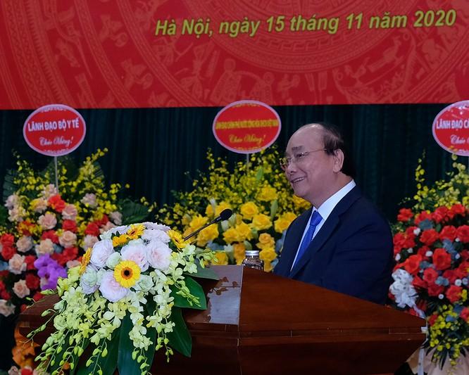 Thủ tướng Nguyễn Xuân Phúc trao quyết định Bộ trưởng Bộ Y tế cho GS.TS. Nguyễn Thanh Long ảnh 1