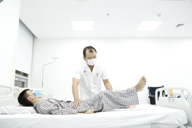"""""""Người cua"""" được đổi đời nhờ những """"bàn tay vàng"""" ở Bệnh viện Trung ương Quân đội 108 ảnh 2"""