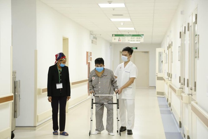 """""""Người cua"""" được đổi đời nhờ những """"bàn tay vàng"""" ở Bệnh viện Trung ương Quân đội 108 ảnh 3"""