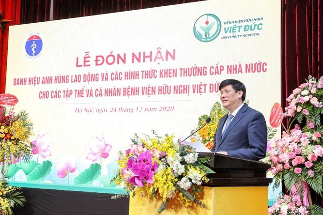 Giám đốc Bệnh viện Việt Đức nhận danh hiệu Anh hùng Lao động vì những cống hiến cho ngành y tế ảnh 2