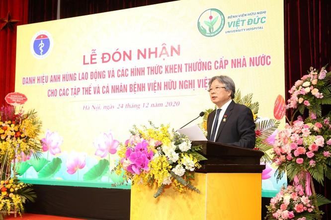 Giám đốc Bệnh viện Việt Đức nhận danh hiệu Anh hùng Lao động vì những cống hiến cho ngành y tế ảnh 4