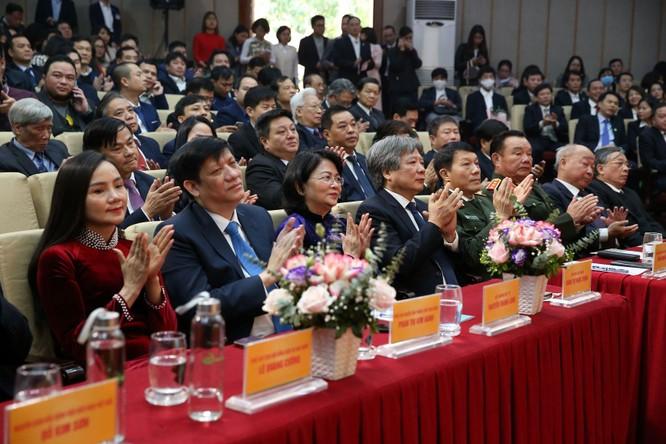 Giám đốc Bệnh viện Việt Đức nhận danh hiệu Anh hùng Lao động vì những cống hiến cho ngành y tế ảnh 3