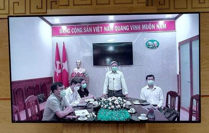"""Thủ tướng Nguyễn Xuân Phúc: Chính phủ, Bộ Y tế đánh giá cao sự hy sinh của các """"chiến sĩ áo trắng"""" ảnh 2"""