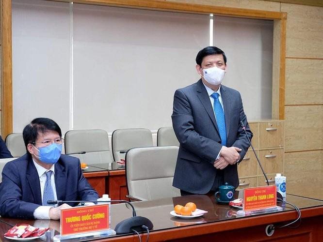 """Thủ tướng Nguyễn Xuân Phúc: Chính phủ, Bộ Y tế đánh giá cao sự hy sinh của các """"chiến sĩ áo trắng"""" ảnh 4"""
