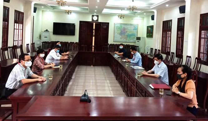 GS.TS.BS.Tạ Thành Văn và Đoàn công tác Trường Đại học Y Hà Nội vào tâm dịch COVID-19 ở Bắc Ninh ảnh 1