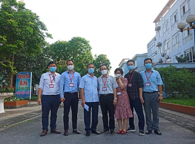 GS.TS.BS.Tạ Thành Văn và Đoàn công tác Trường Đại học Y Hà Nội vào tâm dịch COVID-19 ở Bắc Ninh ảnh 3