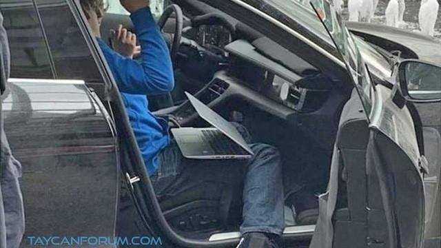 Nội thất Porsche Taycan lần đầu lộ diện ảnh 3