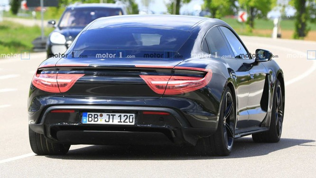 Nội thất Porsche Taycan lần đầu lộ diện ảnh 2