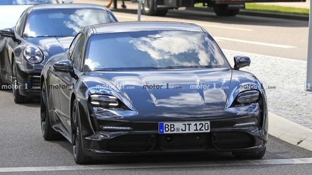 Nội thất Porsche Taycan lần đầu lộ diện ảnh 1