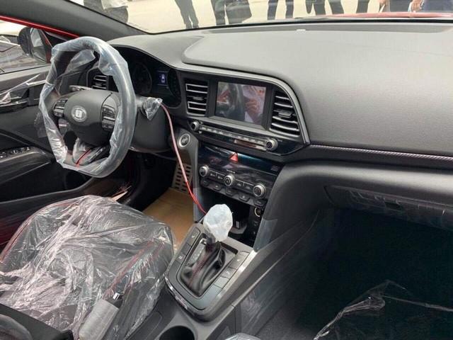 Hyundai Elantra 2019 lộ diện trước ngày ra mắt tại Việt Nam với chi tiết khác bản quốc tế ảnh 6