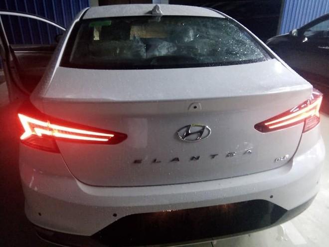 Hyundai Elantra 2019 lộ diện trước ngày ra mắt tại Việt Nam với chi tiết khác bản quốc tế ảnh 4