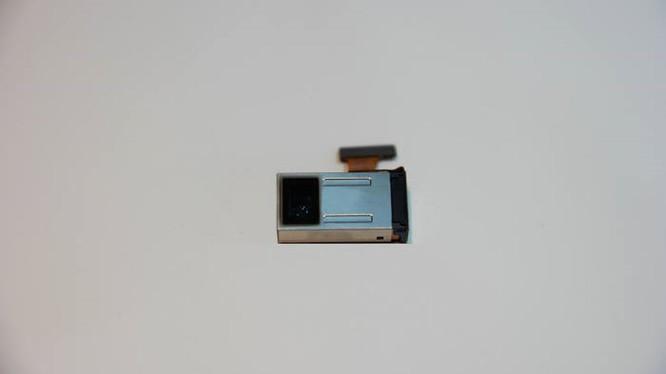 Ống kính zoom 5x của Samsung rất mỏng và nhỏ gọn.