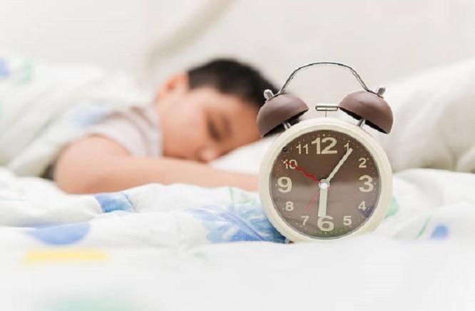 Cách để công nghệ không ảnh hưởng đến giấc ngủ của trẻ ảnh 1